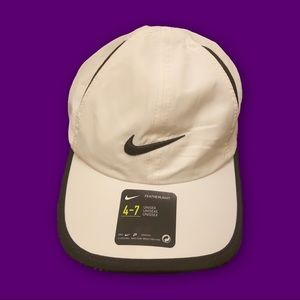 🤪NWT NIKE FEATHERLIGHT HAT🤪